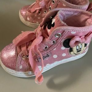 Toddler girls size 7 Minnie Mouse sneakers